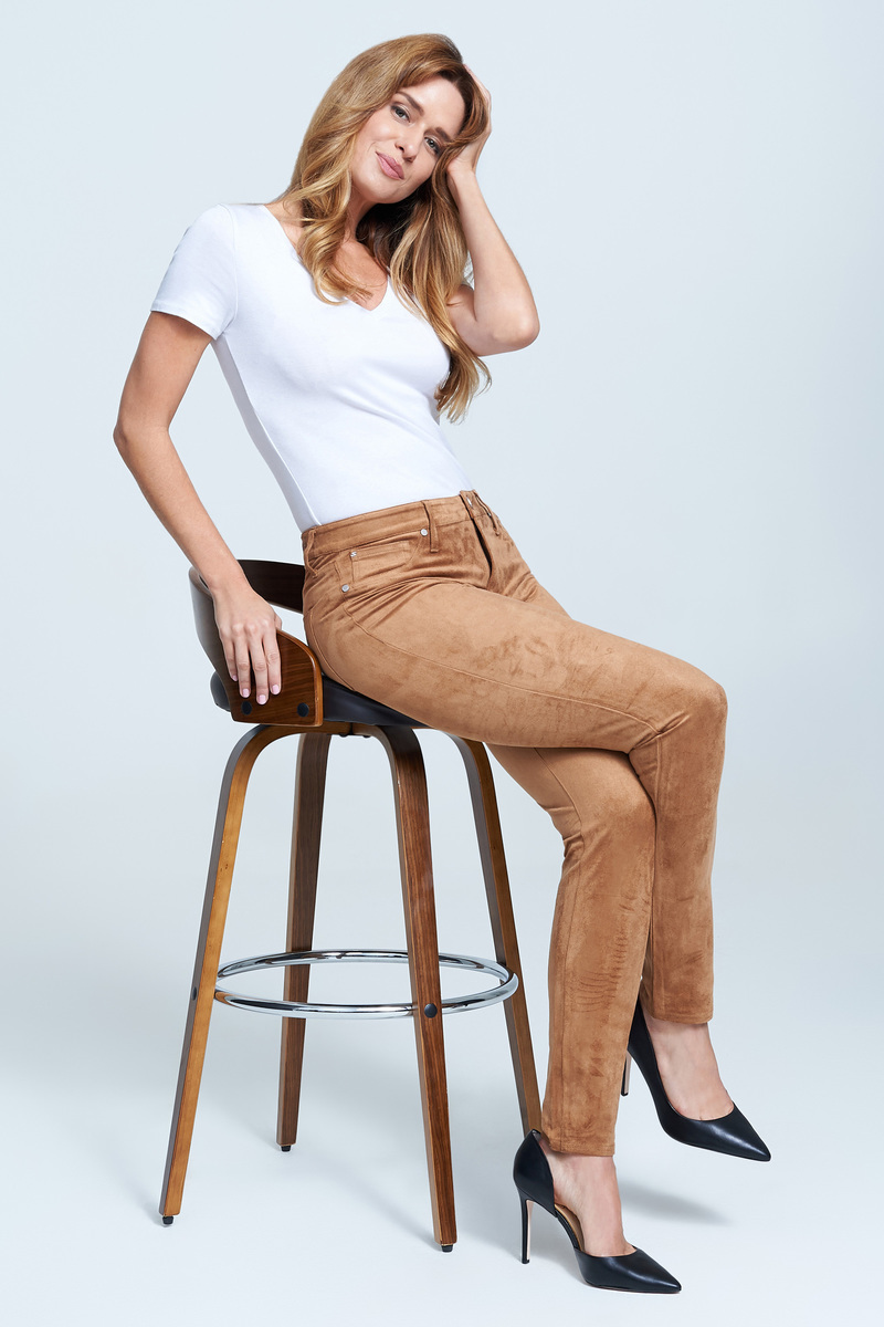 Seven7 Jeans Mid Rise Side Shadow Skinny Jean <p>Buttery faux suede lends a soft, tactile feel to this mid-rise skinny in a classic five-pocket design. The pair has plenty of stretch to it, making for the perfect feel-good fit.</p>
